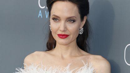 Trendalert: gaan we binnenkort allemaal voor een nieuwe kaaklijn à la Angelina Jolie?
