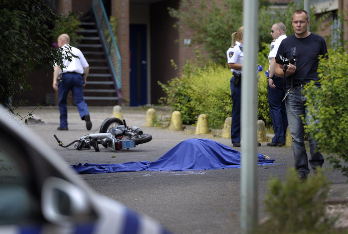 Politie doet onderzoek In Hoensbroek, waar twee mensen om het leven kwamen.