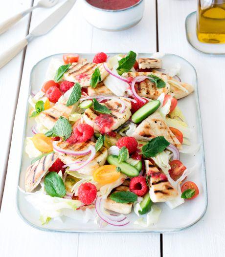 Wat Eten We Vandaag: Libanese salade met gegrilde halloumi en frambozenjam