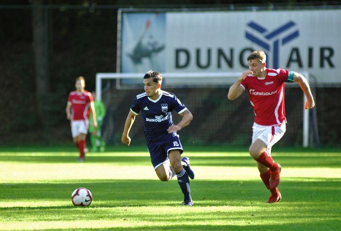 Rafael Boer van DUNO in actie tegen AZSV.