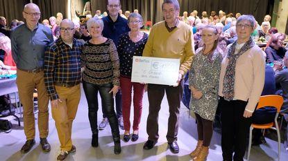 Wandelclub Ibis schenkt 1.500 euro aan 't Onzent