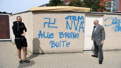'Stem NVA, alle bruine buite' op moskee geklad