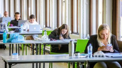 Studenten kunnen bij De Populier en de dienst Welzijn terecht om te blokken of digitale examens af te leggen