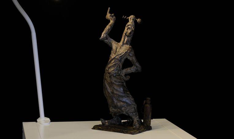 Het bronzen beeld van 'Sus Antigoon' is 32 centimeter hoog.