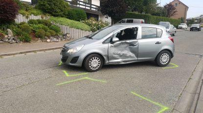 Auto's botsen aan Spar in Velzeke