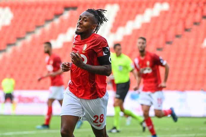 Samuel Bastien viert zijn goal.