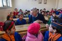 Grandi bezoekt school in Syrië