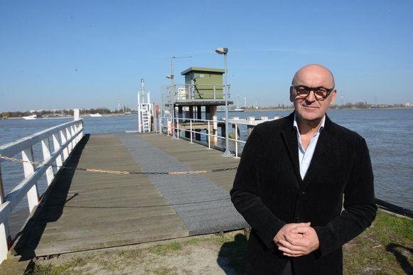 Boudewijn Vlegels, schepen en voorzitter van MLSO, is opgetogen met de komst van de nieuwe steiger die zowel dienst zal doen voor de veerboot als de waterbus.