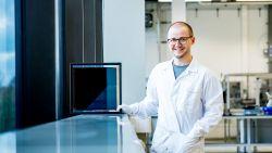 """UHasselt-professor zet zonnepanelensector op zijn kop: """"Zonnepanelen worden flinterdun, plooibaar en goedkoper"""""""