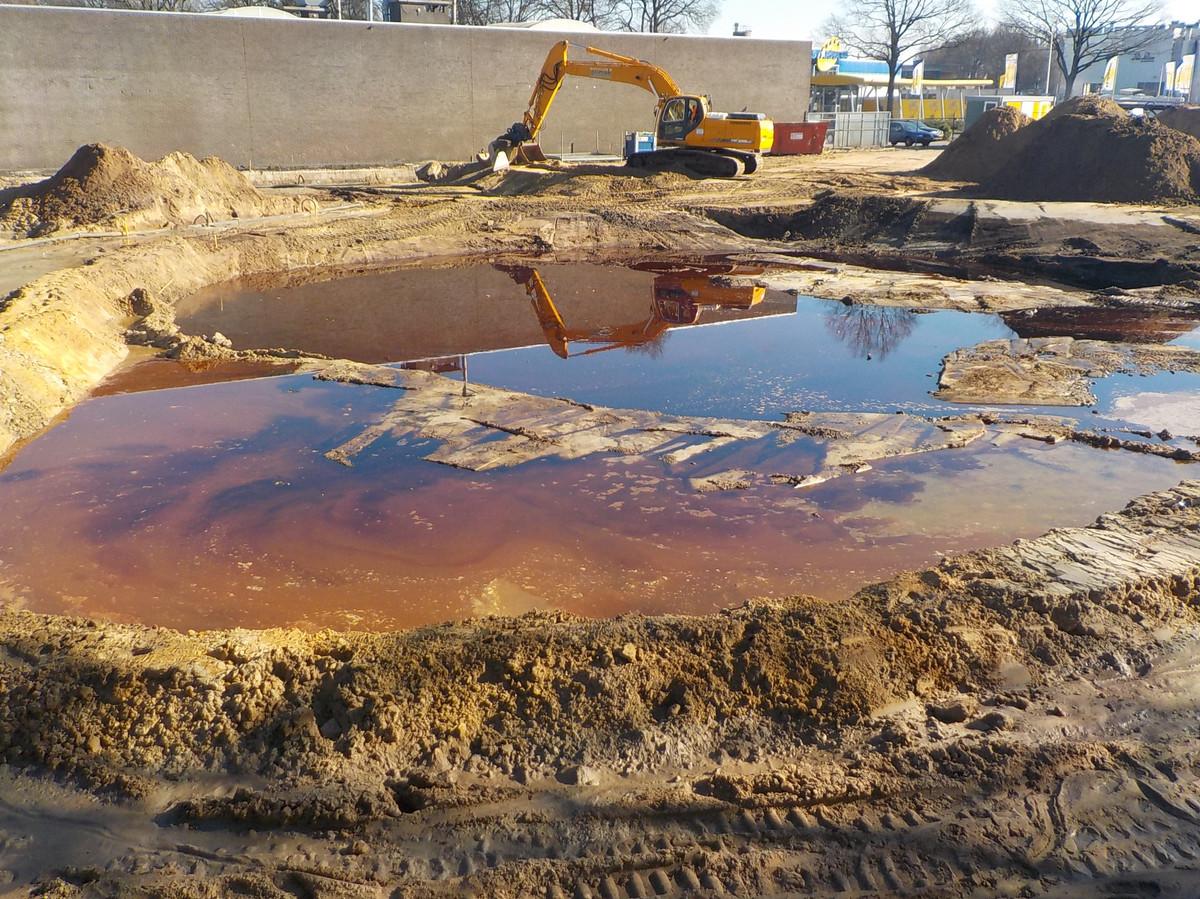 De saneringsoperatie van de 'Tijdhofgrond' nam drie maanden in beslag. De gemeente Oldenzaal is dertig jaar na de ontdekking van de bodemverontreiniging verlost van een groot probleem.