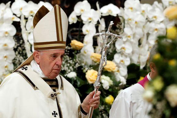 Paus Franciscus na de paasviering in de Sint-Pietersbasiliek.