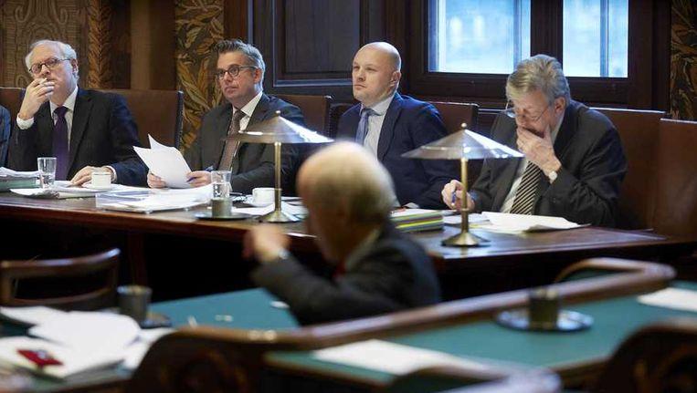 (VLNR) Initiatiefnemers Jan de Wit (SP), Gerard Schouw (D66) en oud-Kamerlid Boris van der Ham (D66) en minister Ivo Opstelten vorige week in de Eerste Kamer. Beeld anp