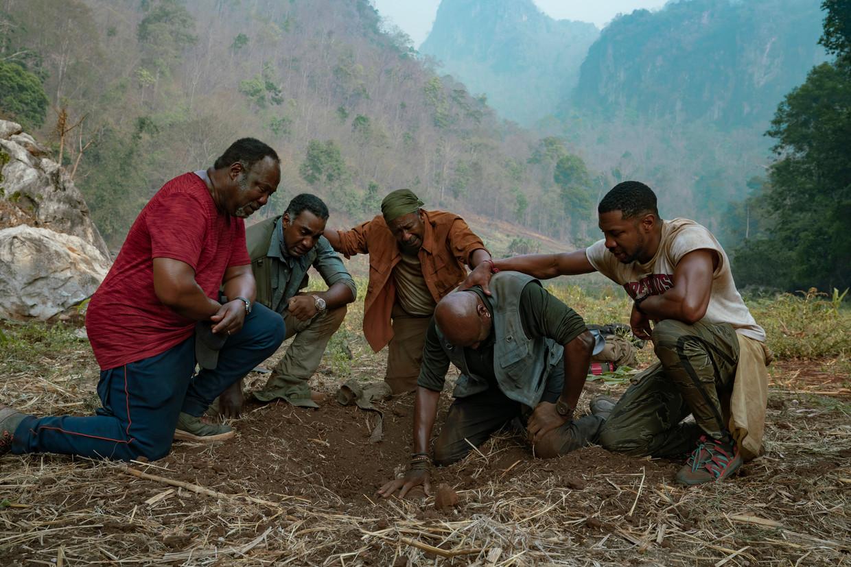 Still uit Da 5 Bloods, de nieuwe film van Spike Lee over zwarte Amerikaanse oorlogsveteranen die naar Vietnam terugkeren. Beeld Netflix
