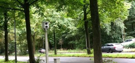 Wegpiraat haalt politieagent met 150 km/u in op N9, rijbewijs ingenomen