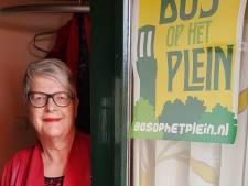 Hengeloërs komen met posters van 'Bos op het Plein' in actie