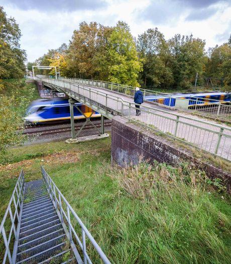 Nieuwe spoorbrug bij Witte Paarden in Steenwijk kan er straks weer 100 jaar tegen