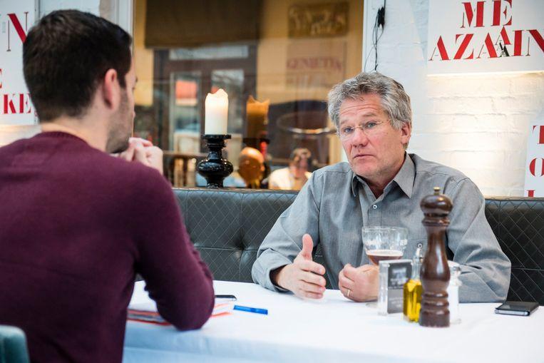 Bölöni in gesprek met onze journalist.