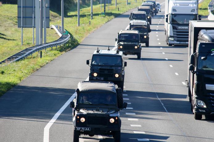 Het leger zet voor de oefening onder meer 30 voertuigen in.