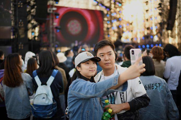 Les participants d'un festival de musique à Pékin sont très proches les uns des autres. Même les masques ne sont plus obligatoires.