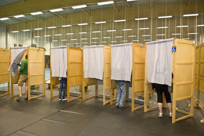 De bijzitters moesten het stemmen in goede banen leiden.