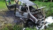 Auto uitgebrand in bos nabij voetbalplein
