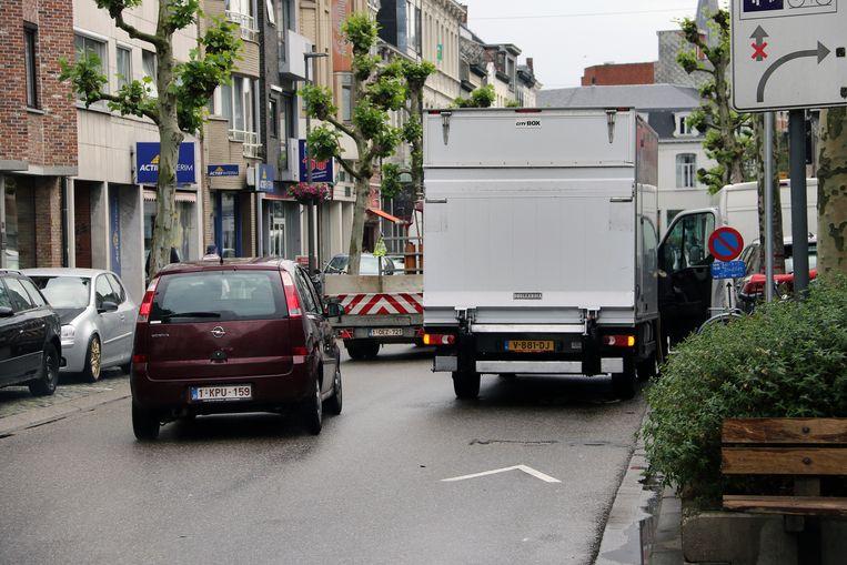 De Merodelei is een van de plaatsen waar vaak dubbel wordt geparkeerd.