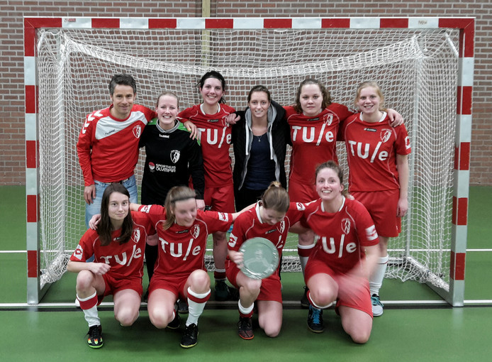 De zaalvoetbalsters van ESZVV Totelos zijn voor de eerste keer in de historie van de Eindhovense studentenvereniging kampioen geworden in de hoofdklasse Zuid-1.