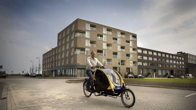 In de Daguerrestraat op IJburg wordt een van in totaal vier nieuwbouwcomplexen gerealiseerd met woningen voor erkende vluchtelingen en studenten Beeld Floris Lok