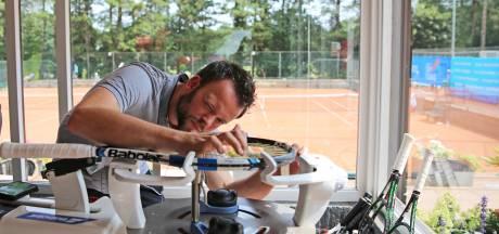 Internationale tenniswereld laat rackets bespannen over aan Dordtenaar Timo van Driel