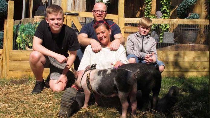 Dawn en John, Max en Sam in 'Meat The Family'.