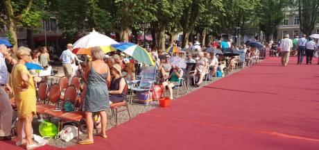 Opera op de Parade begint later wegens hitte; plein geopend nadat bezoekers verbod negeerden