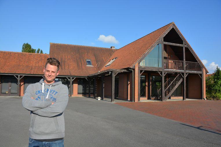 Jef Pirens wil nog dit jaar zijn brouwerij d'Oude Maalderij openen in deze vroegere bloemenwinkel in Emelgem.