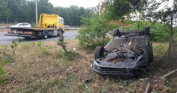 Dubbel ongeluk op A50 veroorzaakt lange files op snelweg tussen Apeldoorn en Arnhem.