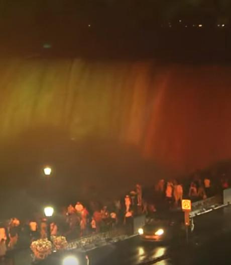 Les chutes du Niagara illuminées en noir-jaune-rouge à l'occasion du 21 juillet