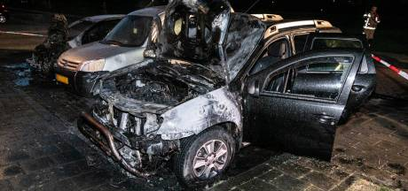 Nog altijd geen einde aan autobranden in Arnhem: weer 3 auto's in lichterlaaie