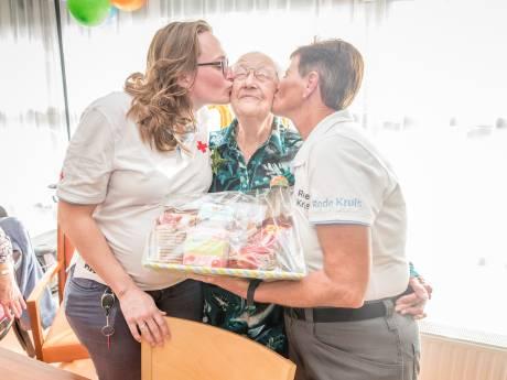 De oudste vrijwilliger van het Rode Kruis woont in Tholen; Nel Bijl-Vermaas wordt 100 jaar