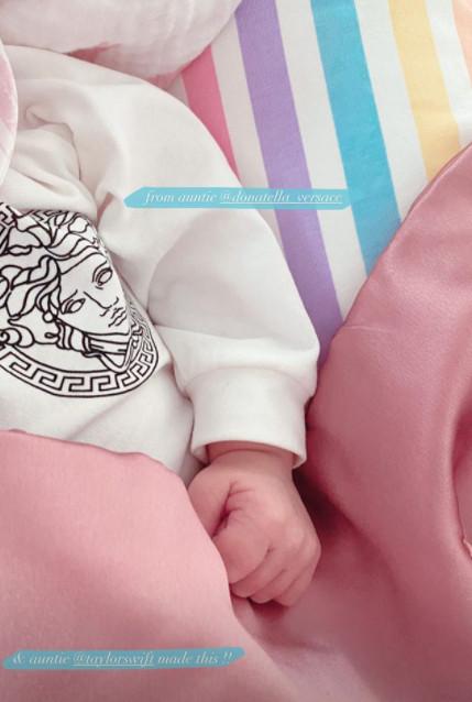 Het truitje van Versace en de deken van Taylor Swift.