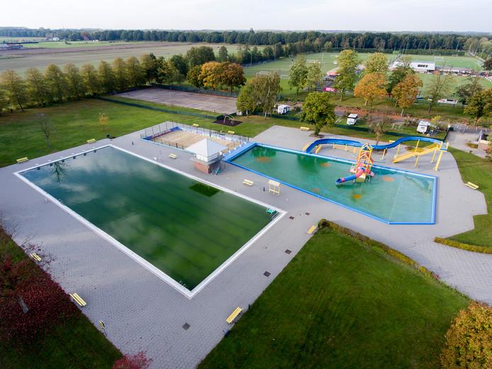 Archieffoto van het terrein van zwembad Het Run in Drunen.