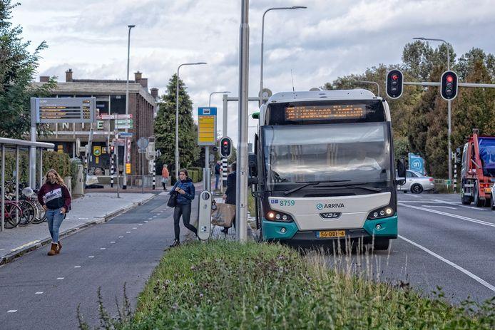 De mogelijke opheffing van bushalte lijn 187 Leiden-Boskoop leidt tot ophef.