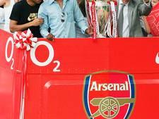 Bergkamp en Dream Team uit 2004 steunen Wenger