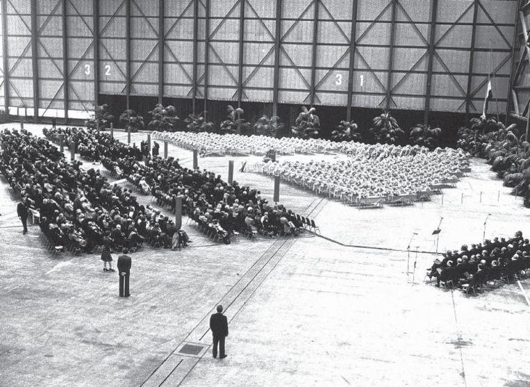 Herdenking van de slachtoffers van de vliegramp bij Tenerife in 1977: premier Den Uyl was er, koningin Juliana niet. Geen troostende arm voor de nabestaanden, geen tv-toespraak. Beeld anp
