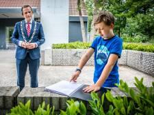 Willem (9) krijgt na handtekeningenactie nieuw schoolplein: 'Als het af is wordt de speelplaats naar hem vernoemd'