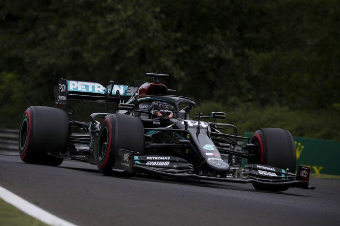 Lewis Hamilton dominé déjà les débats à Budapest.