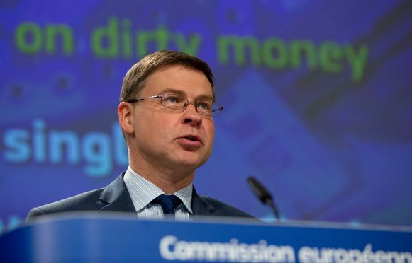 De Let Valdis Dombrovskis, Europees commissaris voor Financieel Toezicht.