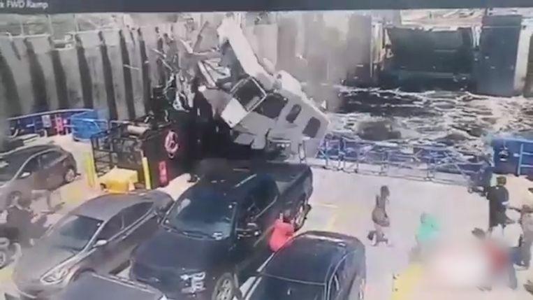 Camper crasht op dek van vertrekkende veerboot