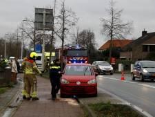 Automobiliste rijdt motorblok kapot op vluchtheuvel: oliespoor van 50 meter