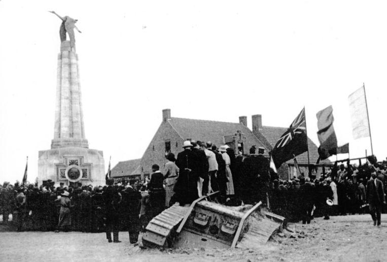 De tank die in Poelkapelle werd kapotgeschoten, zat jaren in de grond aan het Guynemermonument.