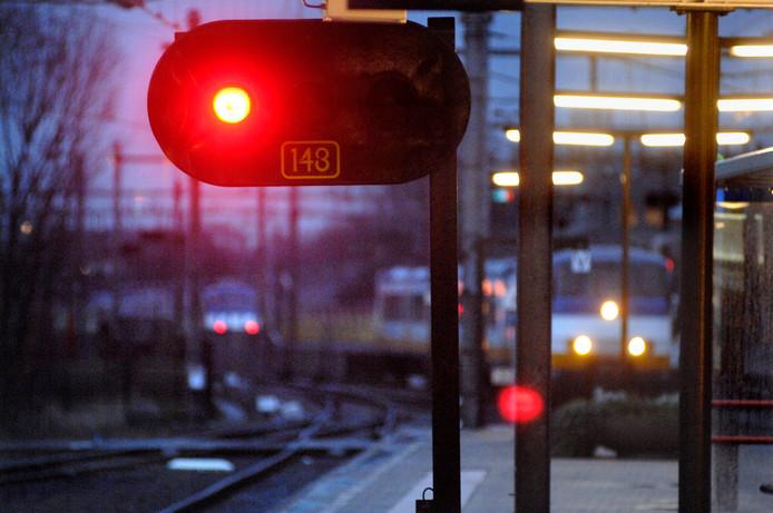 ERTMS moet zorgen dat treinen korter op elkaar en veiliger kunnen rijden. Daarnaast is het systeem overal in Europa gelijk.