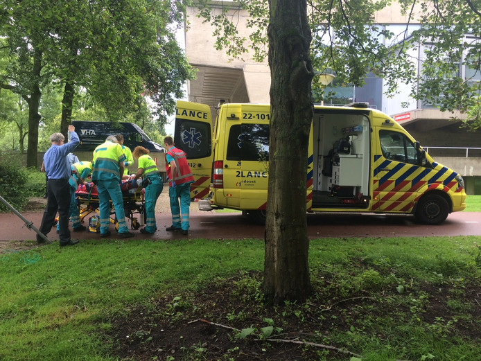 Man valt van ladder op TU-terrein in Eindhoven en raakt zwaar gewond