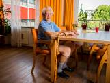 Jan Hoek (94) vraagt jongeren niet te feesten: 'Hou nog even vol'